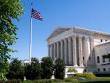 Corte Suprema escucha argumentos en caso que decidirá si beneficiarios del TPS pueden recibir la Green Card
