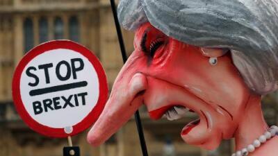 May al borde de perder el gobierno por un voto de confianza por el Brexit