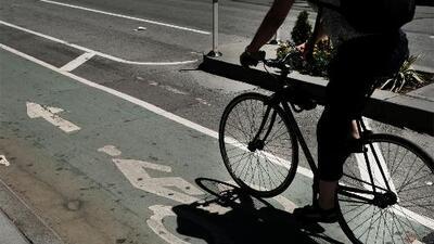 Genera controversia el plan para construir un carril exclusivo para ciclistas en Manhattan