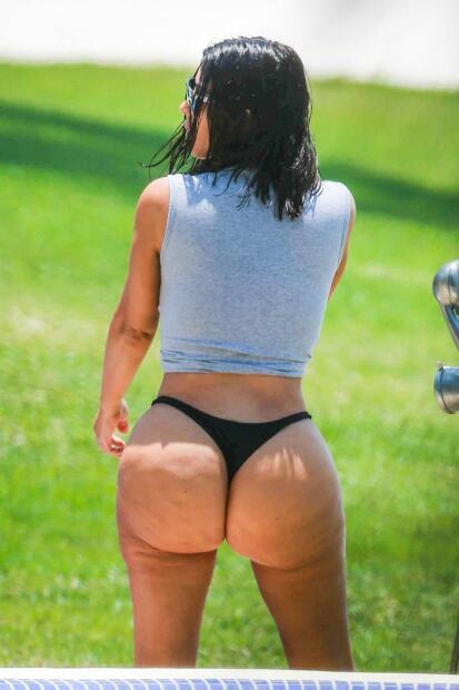 """Y Kim Kardashian le respondió desde su cuenta de Twitter sin hacerle mención: """"Preguntas que qué hago. Estoy aquí sentada en la playa con mi cuerpo defectuoso""""."""