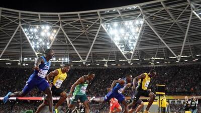 Justin Gatlin esperó hasta su última oportunidad para vencer a Usain Bolt