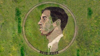 Un artista creó un retrato gigante de Beto O'Rourke en un campo de Texas y mira el sorprendente resultado