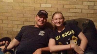 Una adolescente de Texas murió electrocutada tras accidente con su celular en una tina de baño
