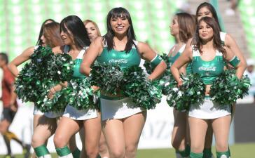 En fotos: Regresó el colorido de las fanáticas y edecanes de la Liga MX
