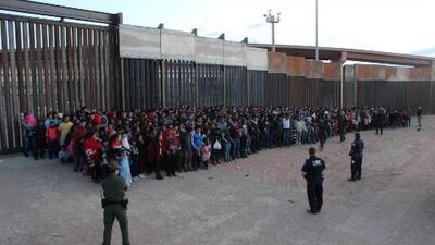 Alertan sobre peligrosas condiciones de hacinamiento en un centro de detención de migrantes en Texas