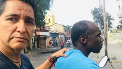 """""""Me pusieron una pistola en la cabeza"""": el testimonio de un periodista de Univision que refleja la situación en Venezuela"""