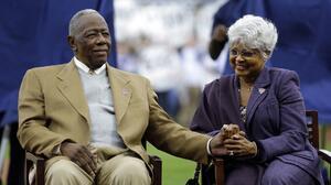 La lucha contra el racismo de Hank Aaron, la leyenda de los Atlanta Braves que falleció hoy