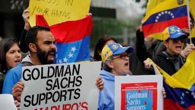 """""""Los bonos del hambre"""": cómo el dinero de un banco de EEUU le da oxígeno al gobierno de Maduro"""