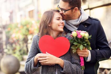 """Estos últimos días de tu ciclo de cumpleaños te proyectarán a un camino nuevo en el amor. Quizá una persona que hace tiempo no ves resurge ahora en tu horizonte sentimental y así, este """"día del amor y la amistad"""" se trasformará en algo inolvidable. <br>"""