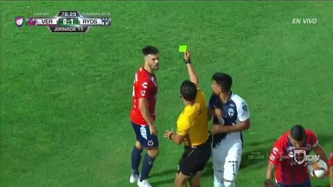 Tarjeta amarilla. El árbitro amonesta a Nenê Bonilha de Veracruz