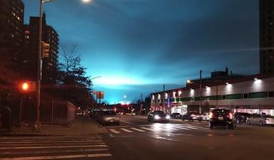 En fotos: El extraño color del cielo en Nueva York ocasionado por una explosión