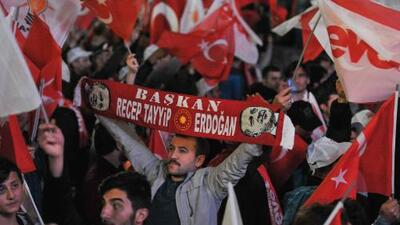 Turquía vota 'sí' a otorgarle plenos poderes al presidente Erdogan