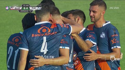 Una canasta para Lobos. Puebla ya marcó el cuarto gol