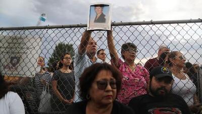 Algunos culpan al racismo y otros temen cruzar a EEUU: lo que encontró Jorge Ramos en Ciudad Juárez tras la masacre en El Paso