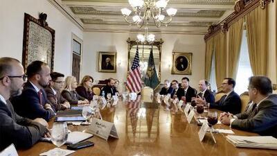 """""""Nos dejaron desnudos, hicieron el ridículo"""": Critican la falta de preparación del Gobierno en reuniones en Washington DC"""