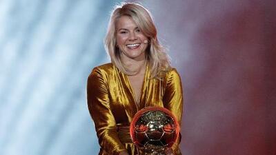 ¡Lamentable! DJ hace pregunta machista a Ada Hegerberg durante premiación del Balón de Oro