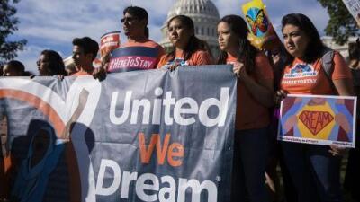 Dreamers aplauden fallo de Texas que mantiene vivo DACA, pero advierten que la batalla legal continúa