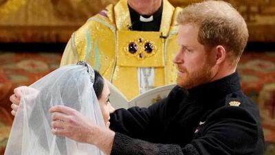 ¿Qué ha cambiado para que la monarquía de un paso adelante y acepte que el príncipe Harry se case con una actriz, divorciada y birracial?