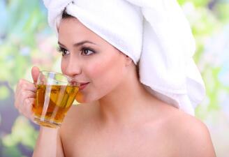 Increíbles usos del té en tu rutina de belleza