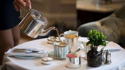 ¿En qué consiste la tradición británica de tomar el té en las tardes?