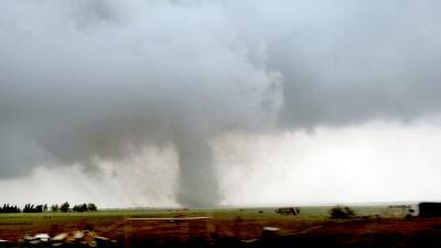 Unos 20 tornados, severas inundaciones y rescates en un solo día de tormentas en el centro de EEUU (fotos)