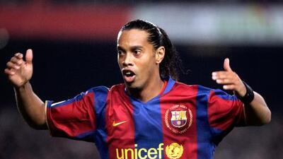 Ronaldinho, ex astro del Barcelona, está en quiebra y ¿desaparecido?