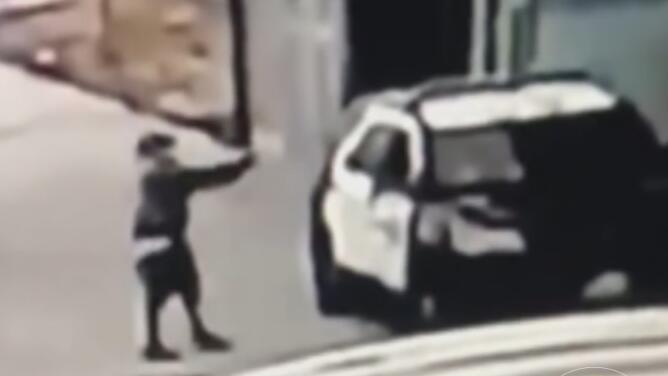 Ofrecen 100,000 dólares de recompensa por información del responsable de una emboscada contra policías de LA