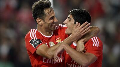 El Benfica golea 3-0 al Paços de Ferreira y recorta distancias con el Oporto