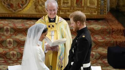 """Meghan Markle y el príncipe Harry """"no son súperhumanos"""", dice el arzobispo que los casó"""