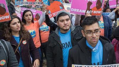 Presentan en el Senado un proyecto de ley bipartidista que ofrece a dreamers un camino a la ciudadanía