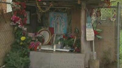 Habitantes de La Villita dan ejemplo de unión al reconstruir un altar sagrado que al parecer destruyó un desconocido