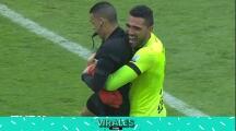 De no creer: Su equipo queda campeón y se va a abrazar ¡con el árbitro!
