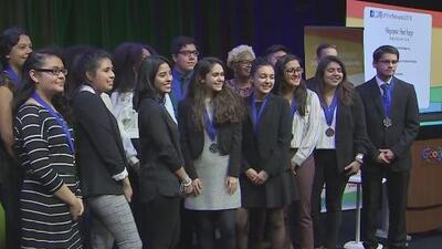 Fundación Herencia Hispana otorga becas a 18 estudiantes destacados de Chicago