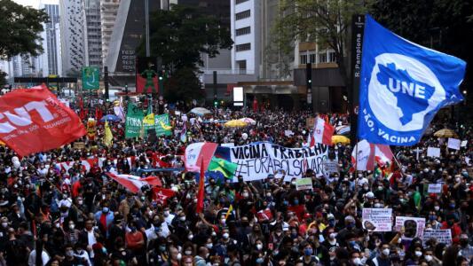 """""""Fuera Bolsonaro"""": miles de personas salen a las calles de Brasil para pedir la renuncia del presidente"""