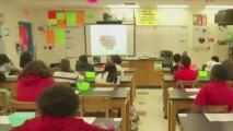 ¿Por qué algunos creen que la expansión del programa de becas impactaría negativamente la educación pública?