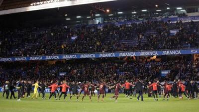 Pasillo, homenaje a Iniesta, título del Barsa y lágrimas del Dépor por descenso