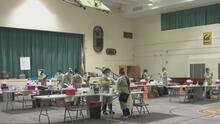 Abren un centro de vacunación en la escuela Gage Middle School para inmunizar a padres de estudiantes