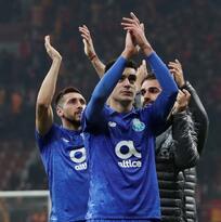Porto juntó ocho triunfos ligueros en fila con Herrera y Tecatito Corona