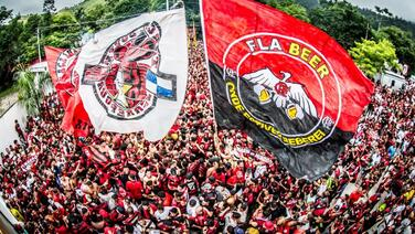 ¡Enloquecen! Más de 100,000 aficionados despidieron al Flamengo