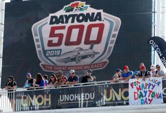 Unas accidentadas 500 millas de Daytona abren la temporada de NASCAR con fotos increíbles
