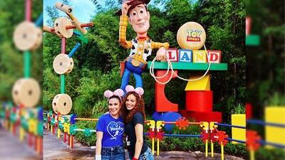 Leslie Grace y Jessy Rodríguez se divirtieron como niñas en Toy Story Land (y bailaron con la tocaya 'Jessie')
