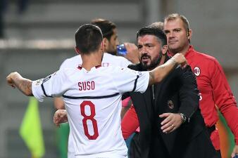 En fotos: Milan frenó al Sassuolo y sale del fondo de la tabla en la Serie A