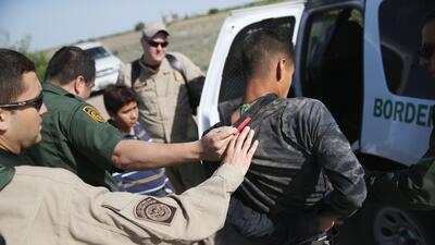 Denuncian el uso excesivo con armas Tasers por agentes fronterizos en EEUU