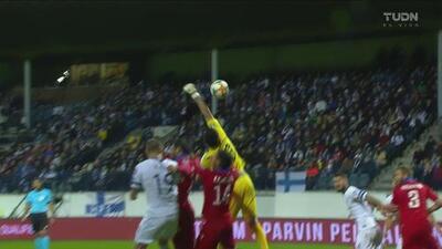 ¡Terrible salida! El arquero de Armenia regala el gol