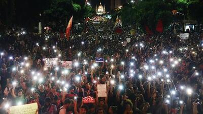 Miles de estudiantes y profesores lideran la primera gran manifestación contra Bolsonaro