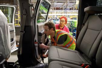 Mark Zuckerberg pasó un día construyendo Ford F-150s