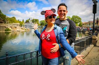 María Esther nos muestra su pancita desde Disneyland