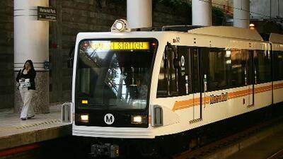 Paralizan línea 300 de Metrolink en San Bernardino por hombre caminando en las vías