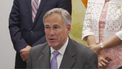 Greg Abbott promete fondos estatales para combatir la ola de homicidios y de violencia en Dallas