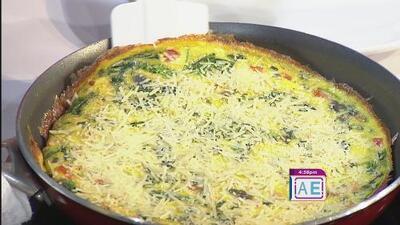 La receta: frittata de espinaca, tomates y cebolla, y cheesecake de aguacate y lima